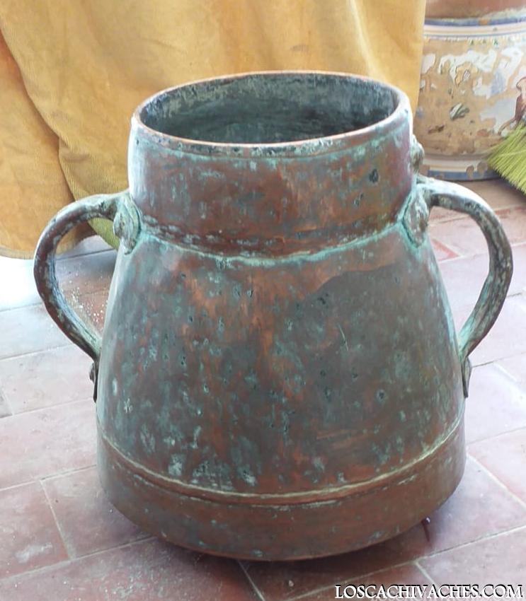 olla de bronce,cachivaches,antiguos,ollas antiguas