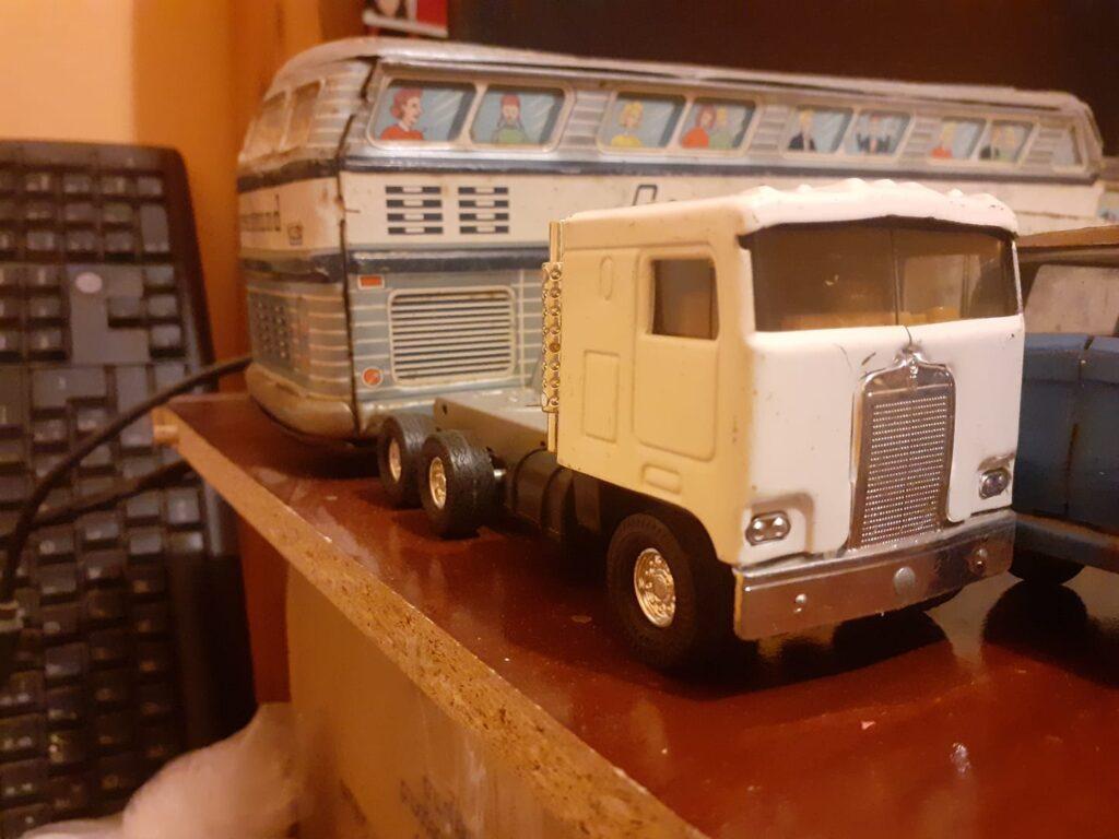 Colección antigua de Camiones, Autobuses, Tractores, Coches, Ambulancias, Coches de Policía - Juguetes Antiguos de hojalata