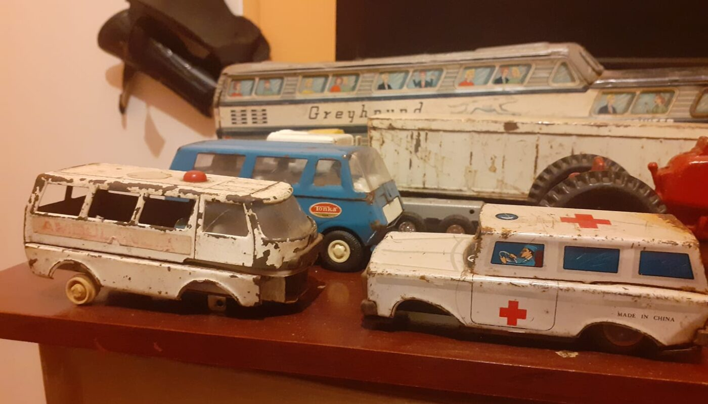 Colección antigua de juguetes